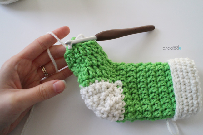 crochet-mini-stocking-toe-join