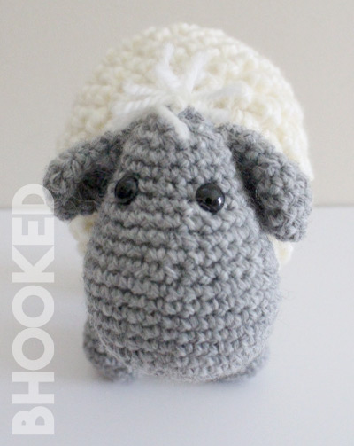 Free and easy crochet pattern for a ragdoll lamb - Sverre the Lamb | 503x400