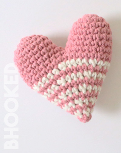 Crochet 3D Heart Keychain Amigurumi Free Patterns- DIY Magazine | 503x400