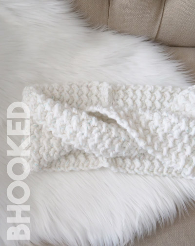 simple twist crochet cowl